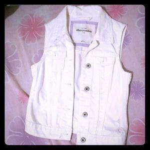 Girls Abercrombie white distressed denim vest